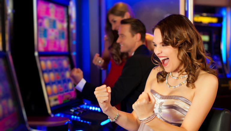 無料のスロットやカジノゲーム